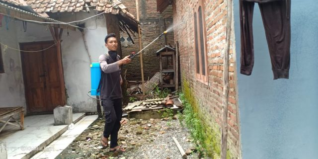 Cegah Wabah Covid 19, Pemuda Babakan Cirebon Laksanakan Program Penyemprotan Desinfektan