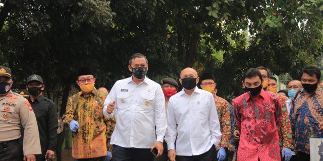 Wakil Walikota Bekasi Mendampingi Menteri Koperasi dan UKM Kunker Kepasar Kranggan