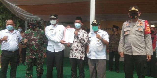 Camat Bantar Gebang Lantik Ketua LPM Bantar Gebang Kota Bekasi