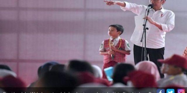 Selain Berikan Bantuan, Jokowi ingin Anak Indonesia Punya Daya Saing di Dunia